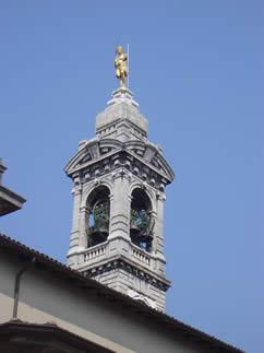 campanile della chiesa di Gazzaniga (Bg)