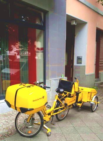 bicicletta elettrica in dotazione ai postini berlinesi